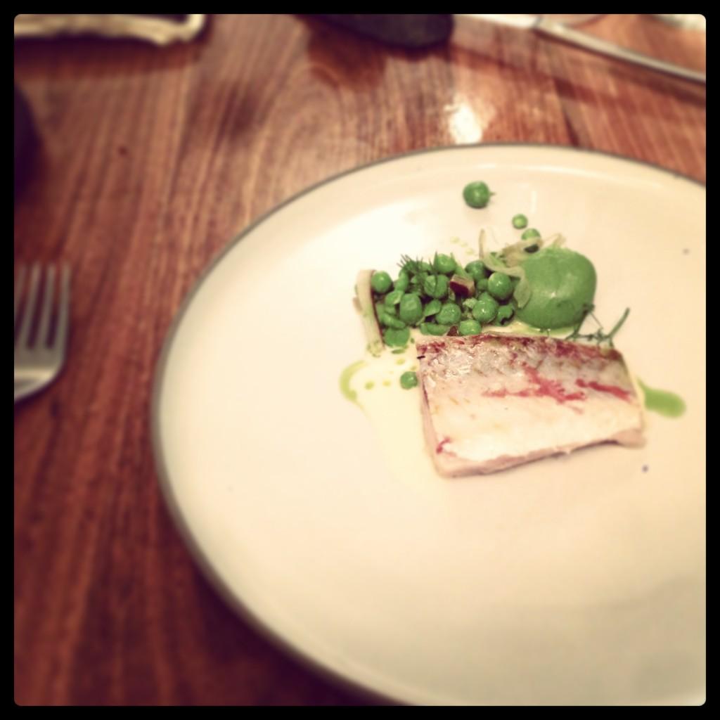 Restaurant David Toutain - Paris 07 - Asperge blanche fumée - creme jaune d'oeuf - parmesan - cedrat