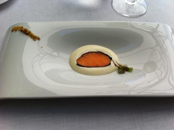Saumon Keita legerement fume avec algues - poudre de noisette - cafe et vanille